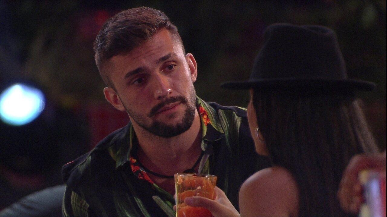 Arthur aponta após desentendimento com Carla Diaz: 'É uma tempestade em copo d'água'