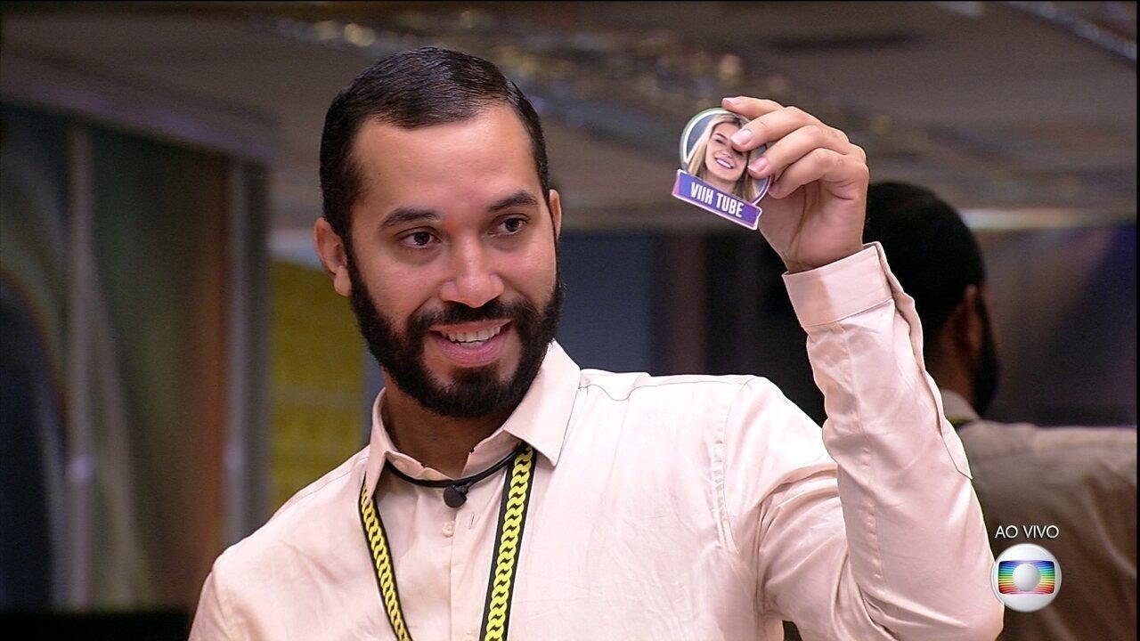 O Dedo-Duro revela os votos de Sarah e Caio no oitavo Paredão do BBB21