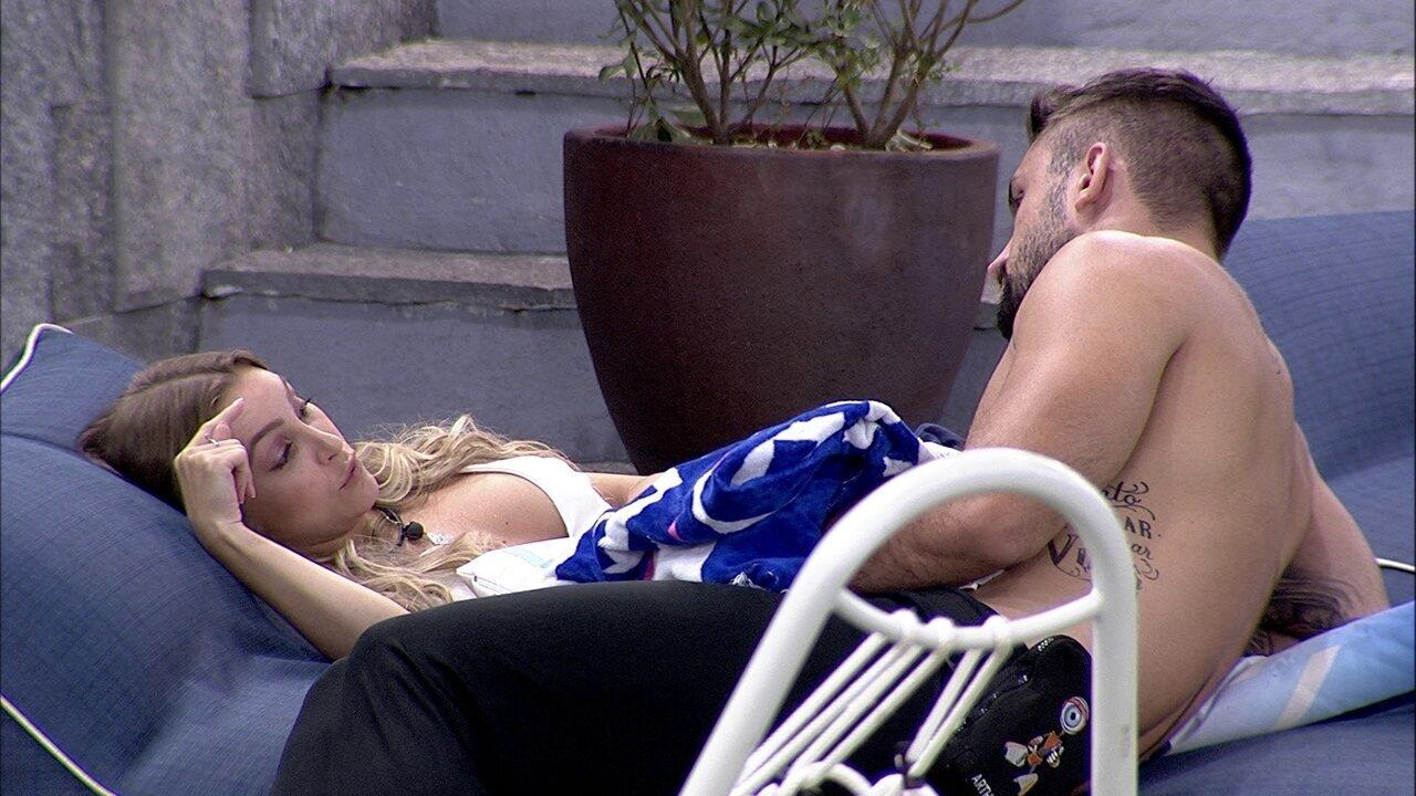 Carla Diaz aconselha Arthur a não revelar voto em Viih Tube: 'Aqui tudo muda'