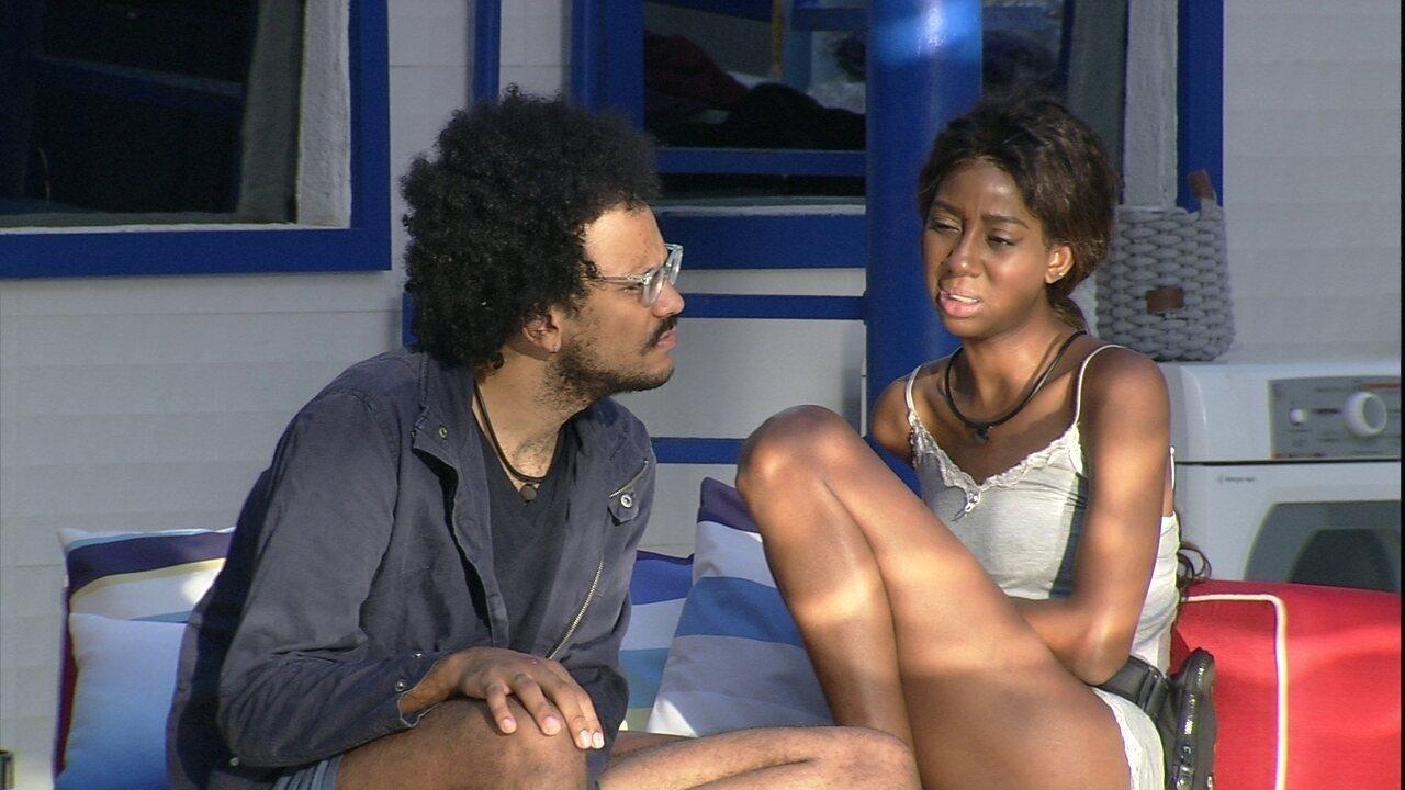 Camilla de Lucas e João Luiz especulam motivos que tenham levado à Eliminação de sister