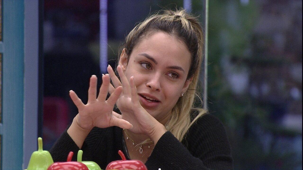 Sarah analisa últimas eliminações no BBB21 e opina: 'Protagonista bonzinho não sai'