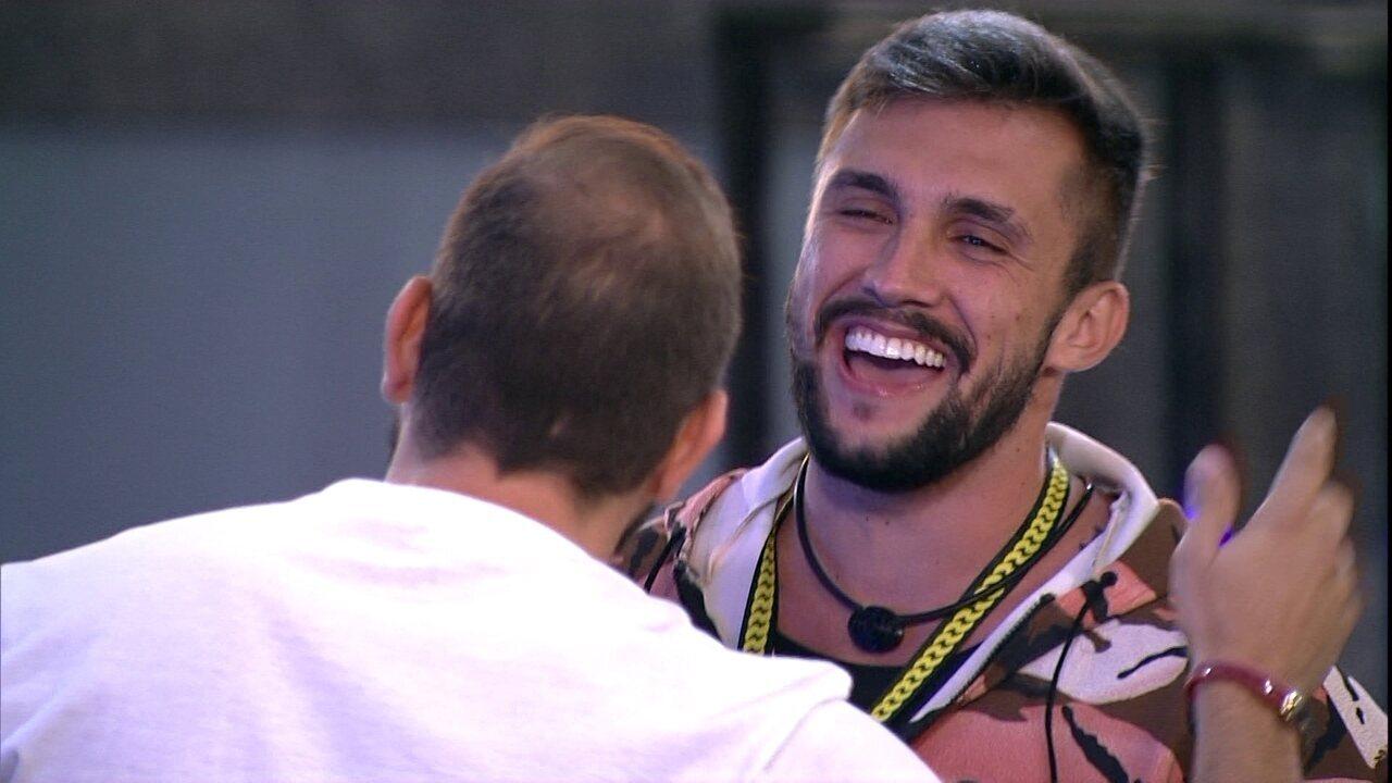 Festa do Líder Arthur começa com a música 'Muleque de Vila'
