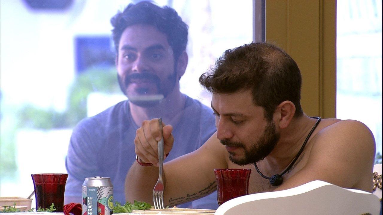 Rodolffo observa Almoço do Líder no BBB21