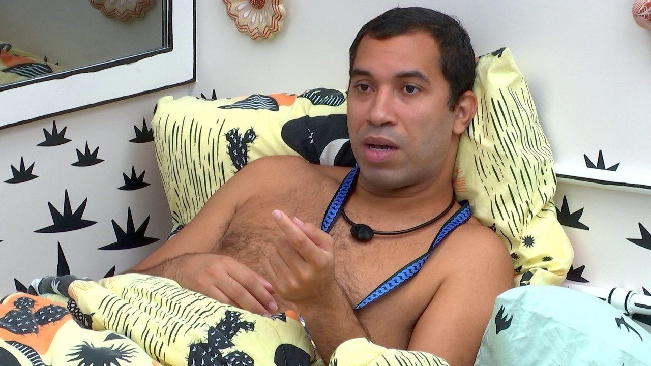 Gilberto concorda com Juliette que já foi manipulado no jogo por outros brothers