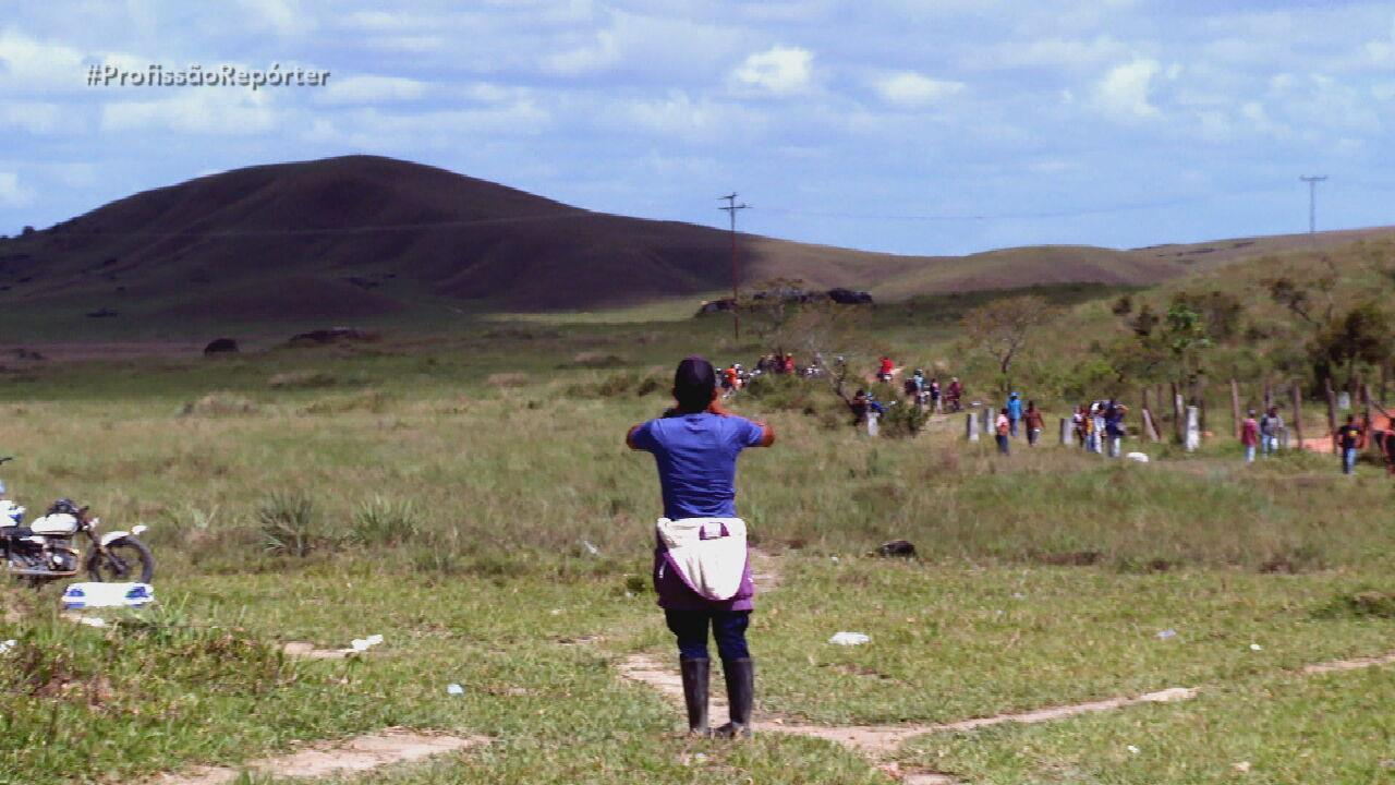 Coiotes burlam fechamento de fronteira e trazem venezuelanos por trilhas clandestinas
