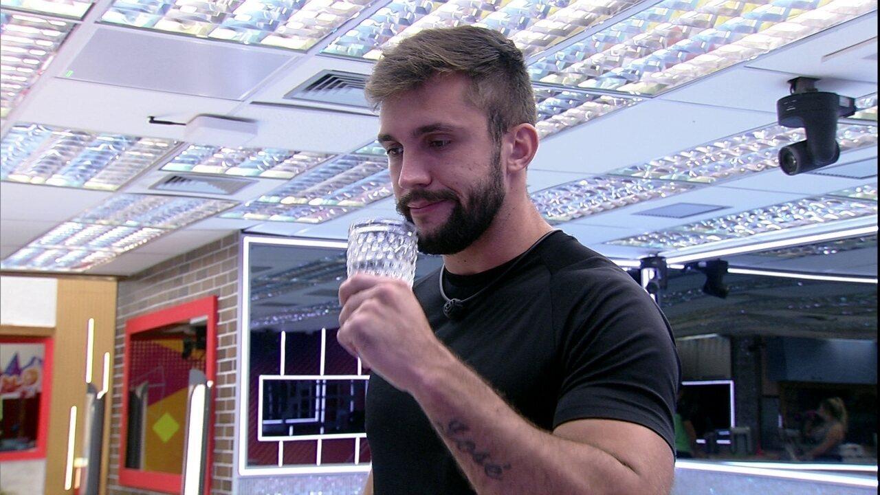Arthur avalia votos da casa para próximo Paredão do BBB21: 'Vai ficar entre eu e o Gil'