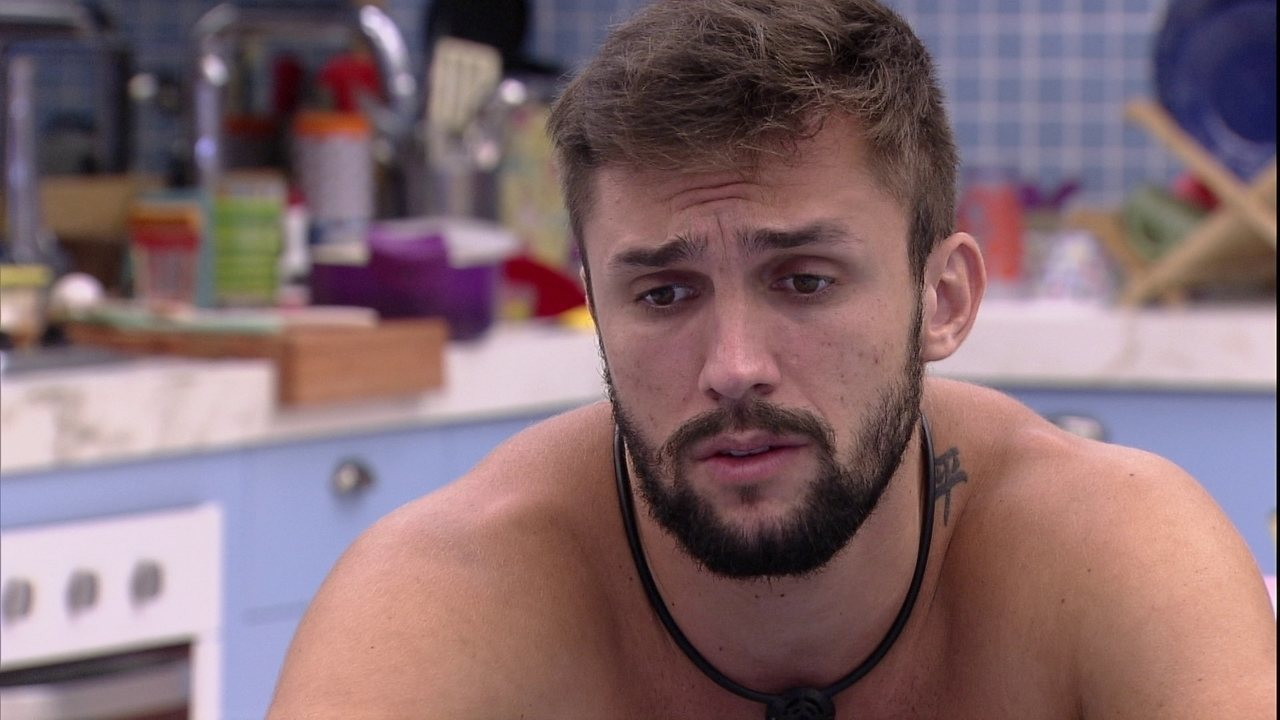 Arthur sugere que Gilberto vote nele no próximo Paredão: 'Para se salvar, não tem problema