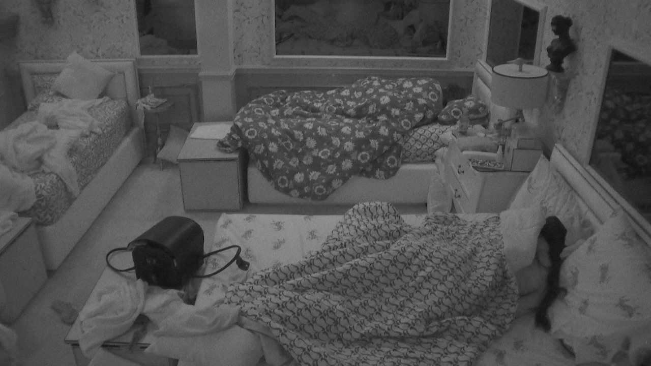 Brothers dormem após noite em que Caio é consagrado novo Líder do BBB21