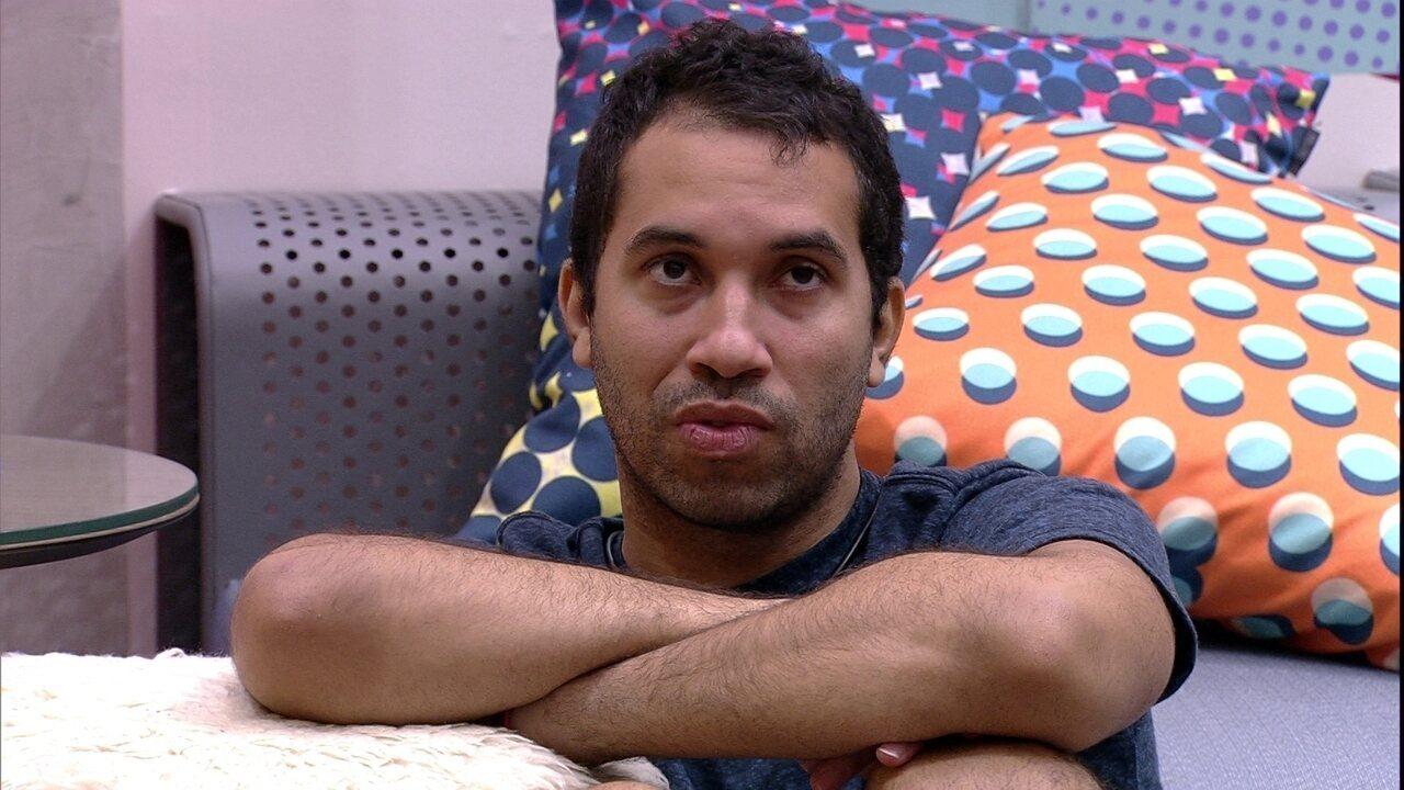 Gil analisa cenário do jogo e diz para Arthur: 'Para nós, o melhor é eu e tu no Paredão'