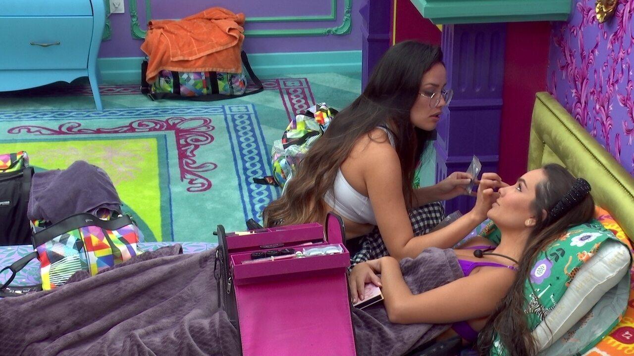 Fiuk brinca com Juliette e Thaís: 'Vocês são tão lindas fazendo maquiagem uma na outra'