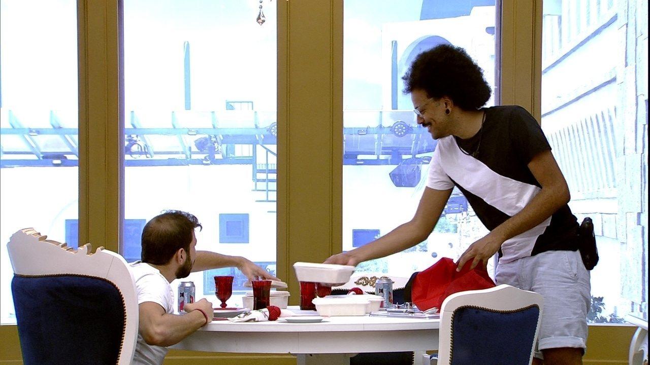Caio recebe o Almoço do Líder na companhia do convidado, João Luiz