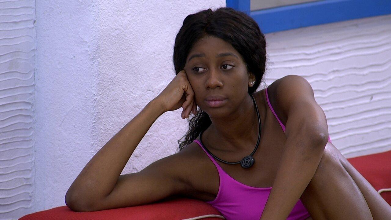 Camilla de Lucas comenta com Arthur sobre divisão da casa do BBB21