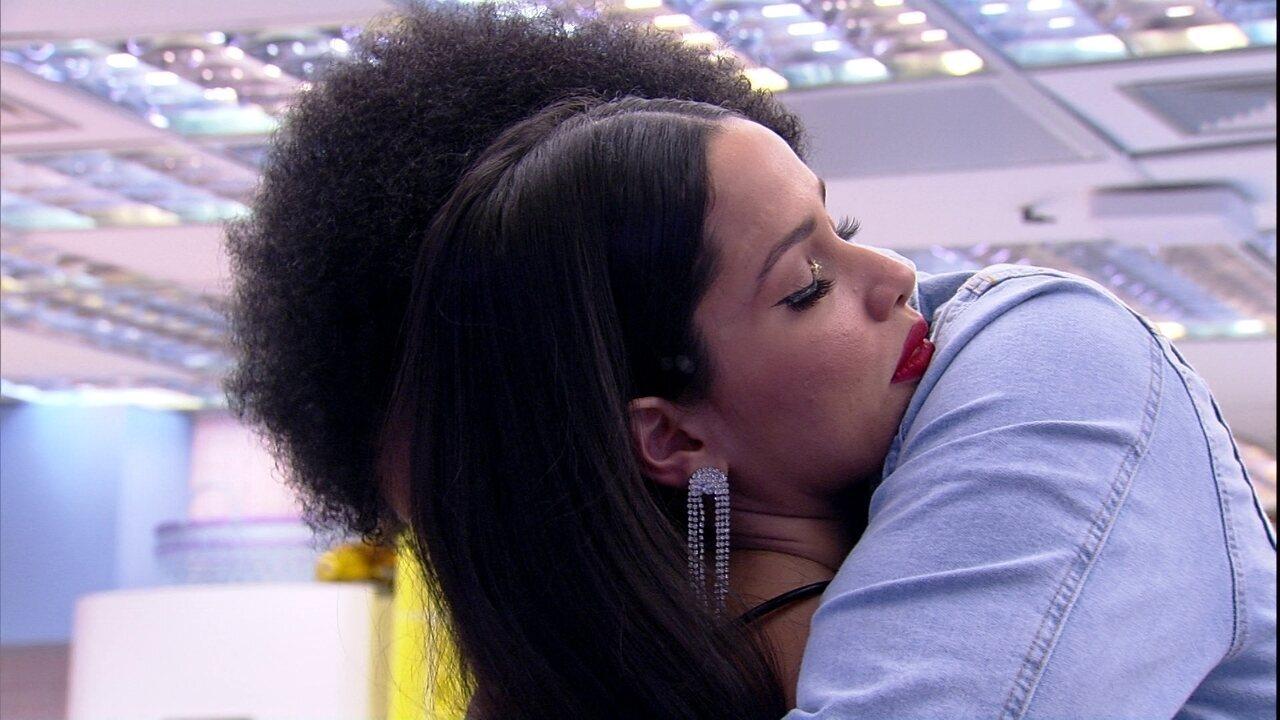Juliette chora ao desabafar com João Luiz e brother comenta: 'Eu te falei'