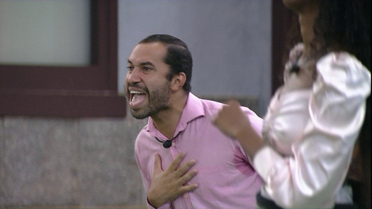 Gilberto faz performance ao som de 'Destiny's Child'