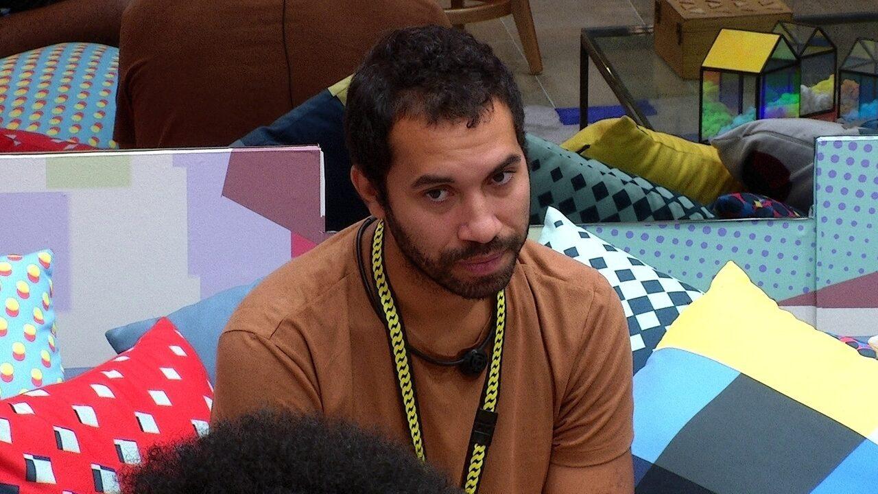 Após formação de Paredão, Gilberto opina sobre sister: 'Está bem chateada comigo'