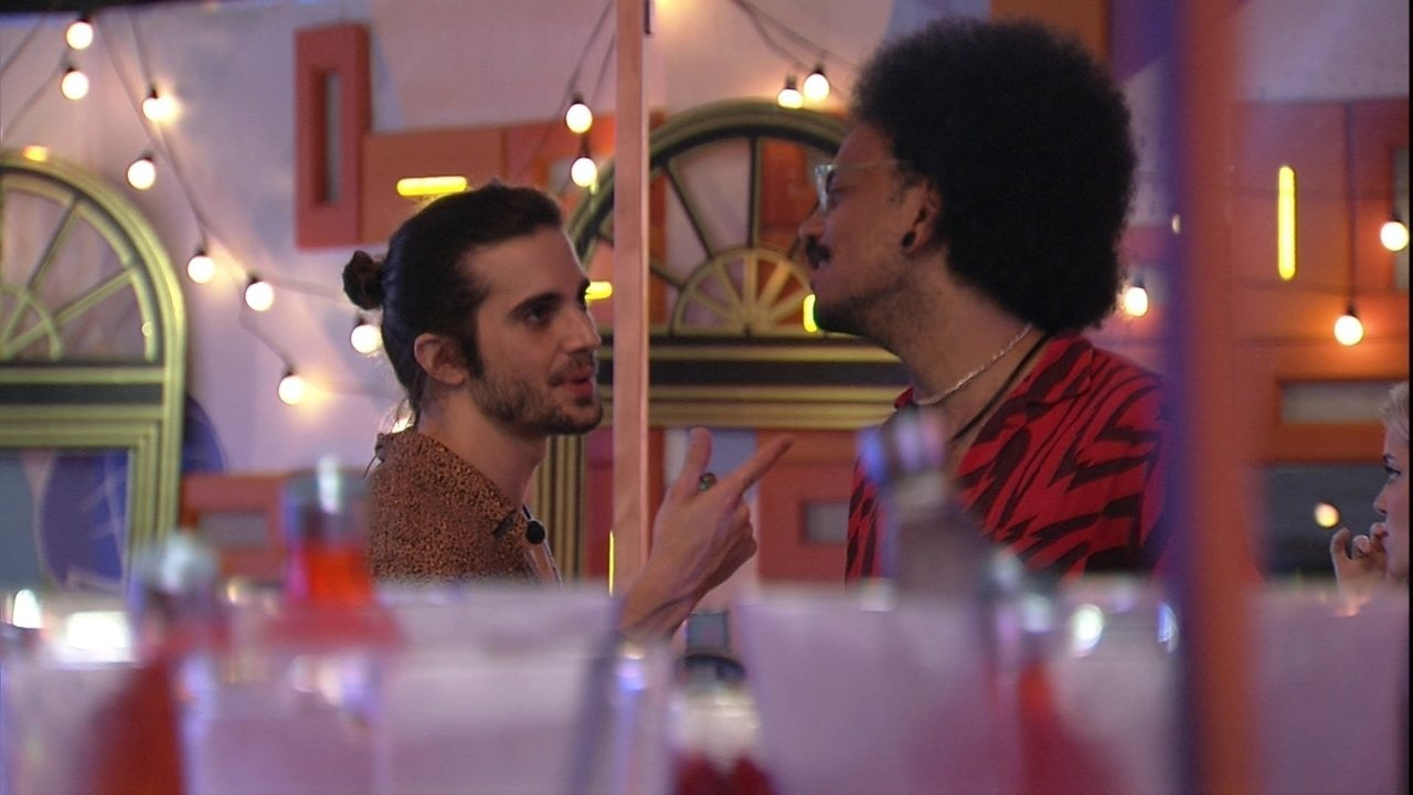 No BBB21, João Luiz encena discussão com Fiuk: 'Acho que você deveria curtir sua festa'