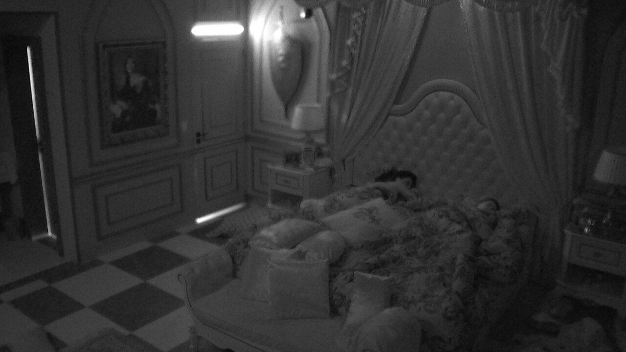 Brothers dormem em madrugada após eliminação, nova liderança e formação de Paredão