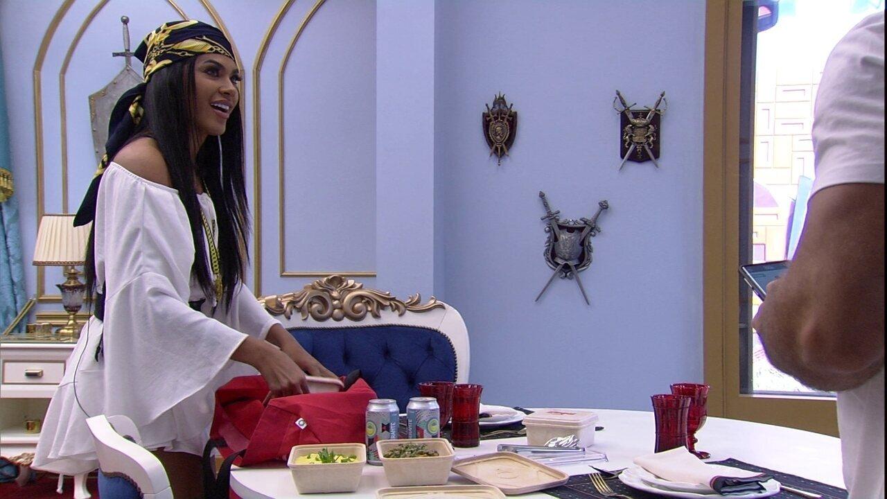 Pocah e Arthur recebem Almoço do Líder do iFood no BBB21