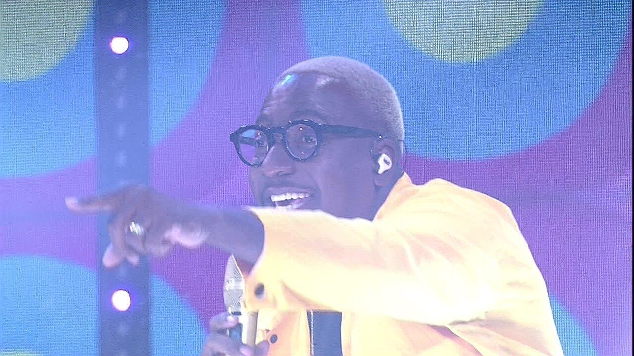 Mumuzinho canta para brothers do BBB21 : 'Vocês merecem ser felizes'