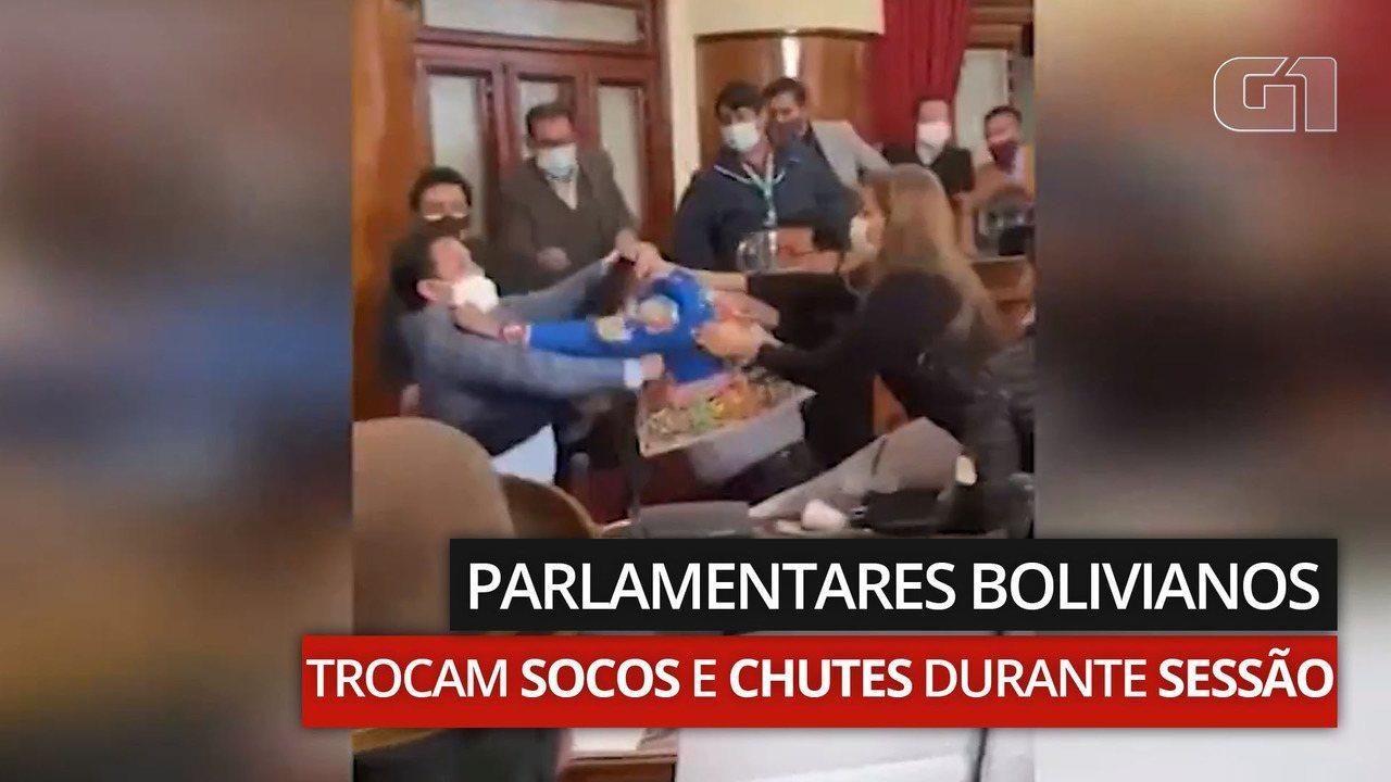 VÍDEO: Parlamentares bolivianos trocam socos e chutes durante sessão