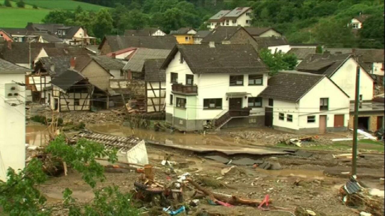 Le inondazioni in Europa causano la morte e la perdita di più di mille persone