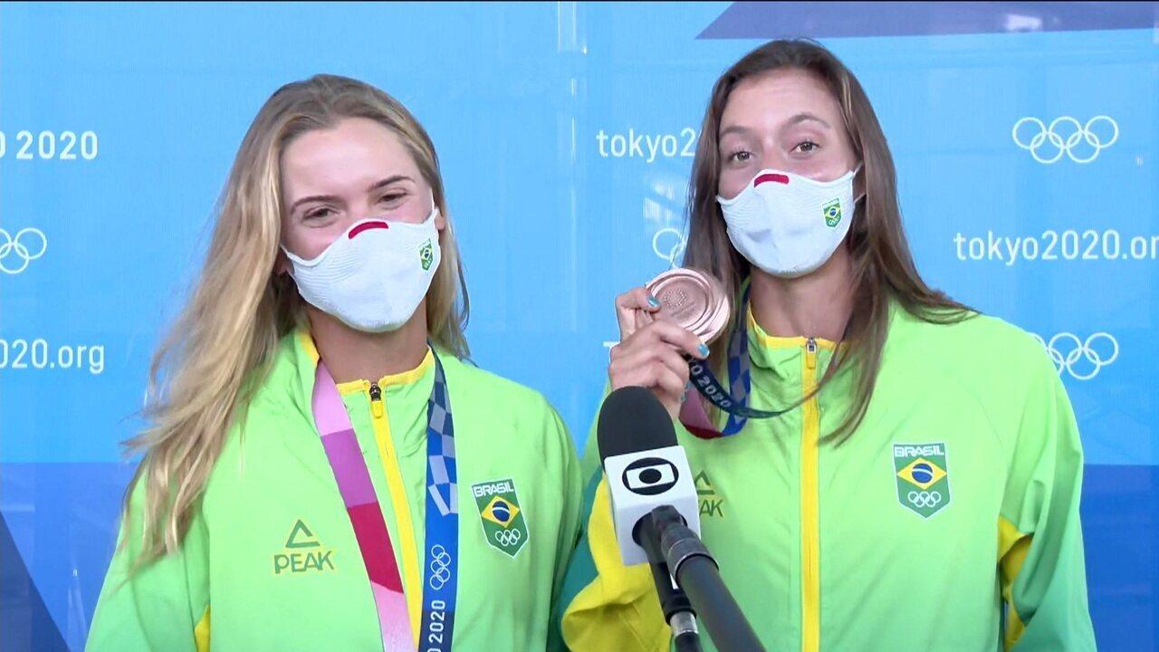 """Laura Pigossi e Luisa Stefani recebem medalha de bronze e fazem previsão: """"Primeira de muitas"""""""