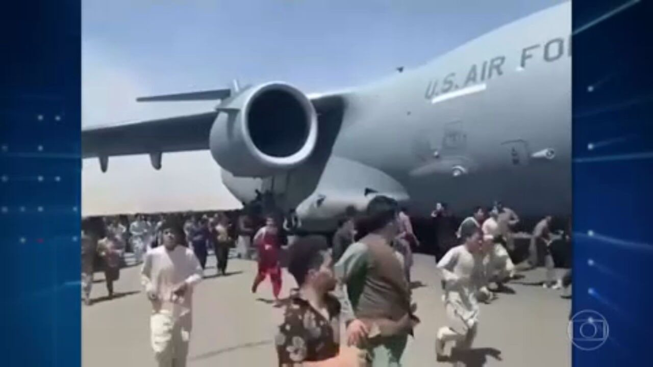 Videos of an Afghan military plane hanging and trying to flee the country